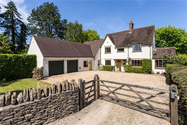 Guide Price £925,000, 6 Bedroom Detached House For Sale in Stroud, Gloucestershire, GL6