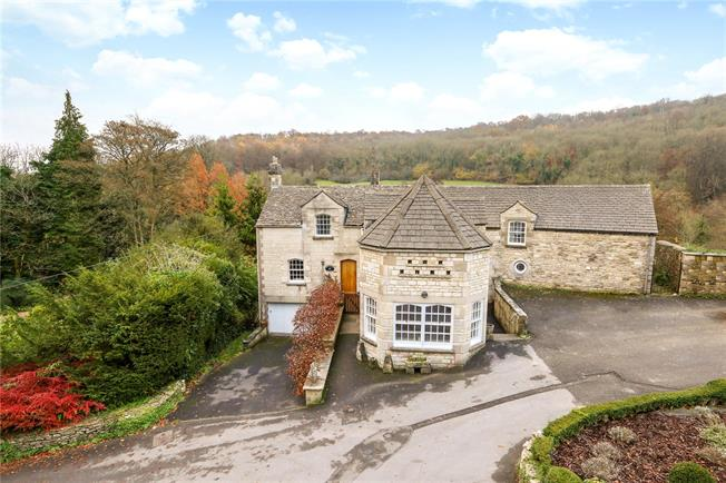 Guide Price £850,000, 5 Bedroom Detached House For Sale in Minchinhampton, GL6