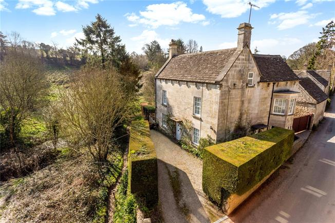 Guide Price £900,000, 5 Bedroom Detached House For Sale in Tetbury, GL8