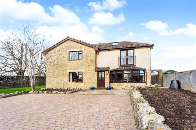 Guide Price £690,000, 5 Bedroom Detached House For Sale in Heathend, GL12