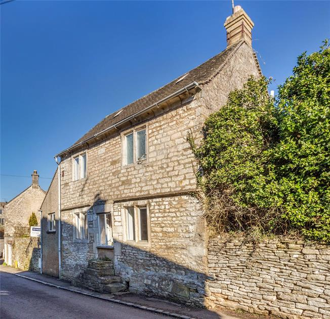 Guide Price £470,000, 3 Bedroom Detached House For Sale in Stroud, Gloucestershire, GL6