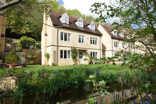 Guide Price £725,000, 4 Bedroom Detached House For Sale in Stroud, Gloucestershire, GL6