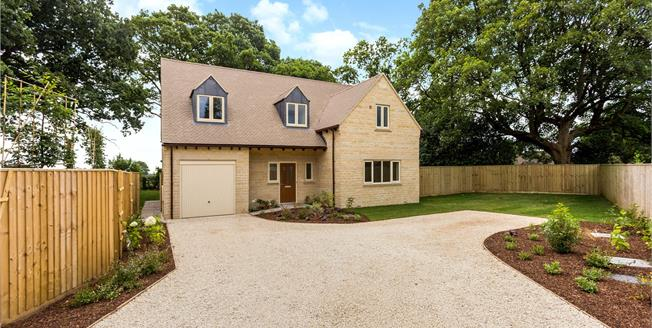 Guide Price £700,000, 4 Bedroom Detached House For Sale in Stroud, Gloucestershire, GL6