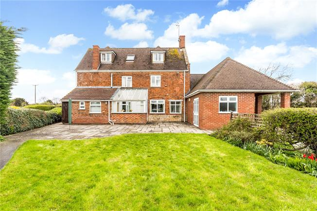 Guide Price £550,000, 4 Bedroom Detached House For Sale in Gloucestershire, GL10