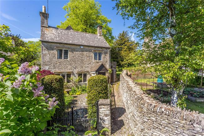 Offers in the region of £475,000, 3 Bedroom Detached House For Sale in Stroud, Gloucestershire, GL6