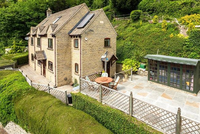 Guide Price £630,000, 5 Bedroom Detached House For Sale in Stroud, Gloucestershire, GL6