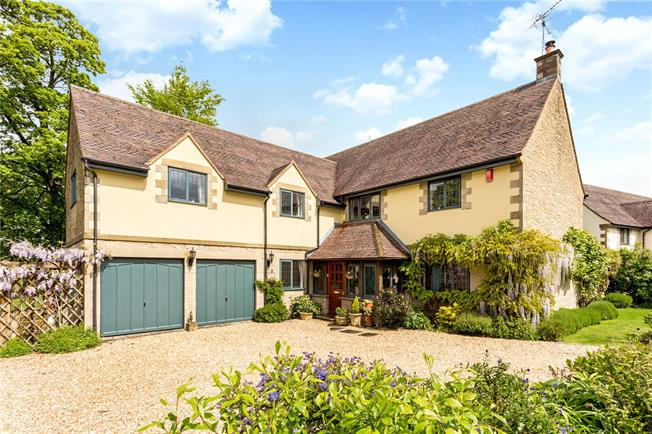 Guide Price £750,000, 5 Bedroom Detached House For Sale in Rodborough Common, GL5