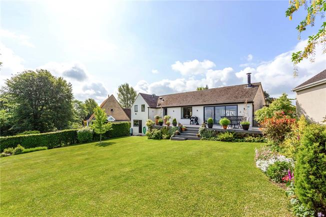 Guide Price £775,000, 4 Bedroom Bungalow For Sale in Rodborough Common, GL5