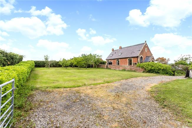 Guide Price £450,000, 4 Bedroom Detached House For Sale in Slimbridge, GL2