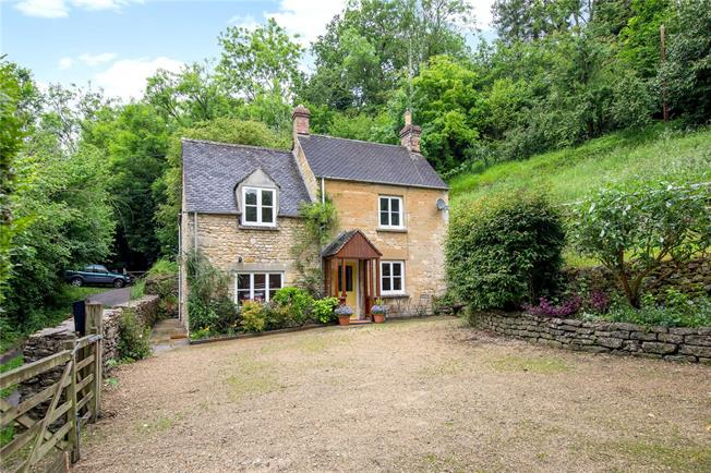 Guide Price £350,000, 2 Bedroom Detached House For Sale in Stroud, Gloucestershire, GL6