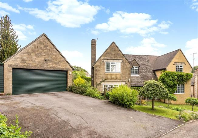 Guide Price £675,000, 4 Bedroom Detached House For Sale in Stroud, Gloucestershire, GL5