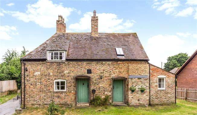 Guide Price £550,000, 3 Bedroom Detached House For Sale in Gloucestershire, GL2