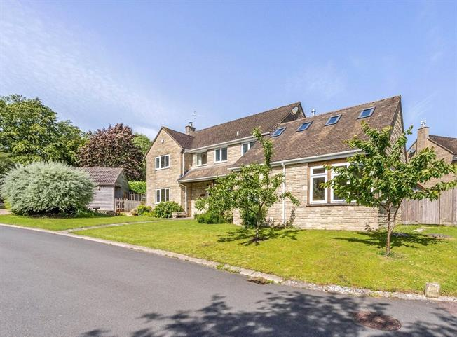 Guide Price £660,000, 4 Bedroom Detached House For Sale in Rodborough Common, GL5