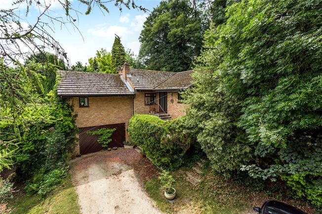 Guide Price £800,000, 4 Bedroom Detached House For Sale in Randwick, GL6