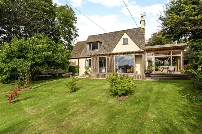 Guide Price £735,000, 4 Bedroom Detached House For Sale in Brownshill, GL6