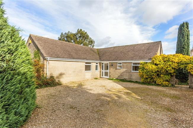 Guide Price £550,000, 4 Bedroom Bungalow For Sale in Minchinhampton, GL6