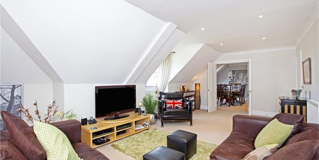 Guide Price £700,000, 4 Bedroom Flat For Sale in Weybridge, KT13