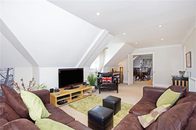 Offers in excess of £600,000, 4 Bedroom Flat For Sale in Weybridge, KT13