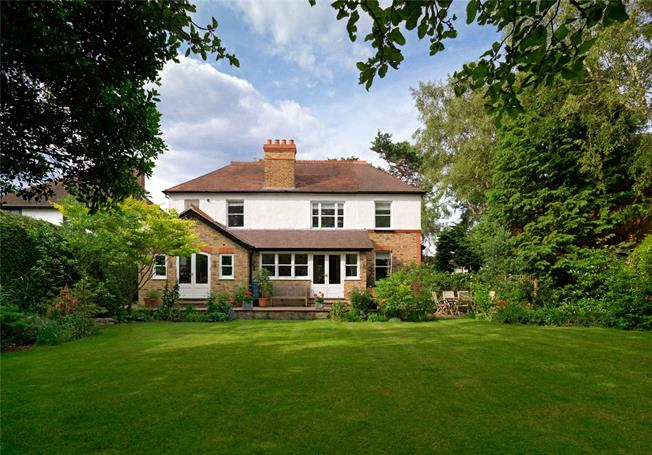 Asking Price £1,250,000, 4 Bedroom Detached House For Sale in Walton-on-Thames, Surrey, KT12