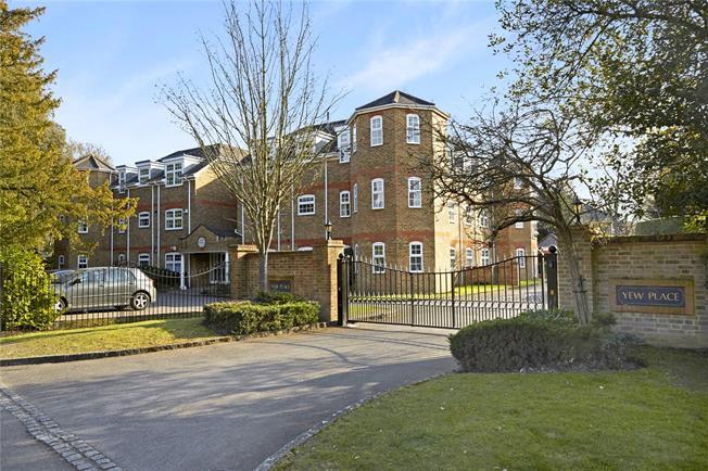 Asking Price £560,000, 2 Bedroom Flat For Sale in Weybridge, KT13
