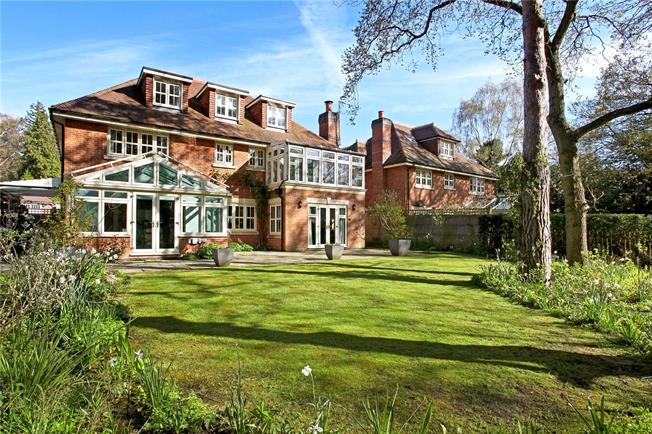 Asking Price £1,495,000, 5 Bedroom Detached House For Sale in Woking, GU21