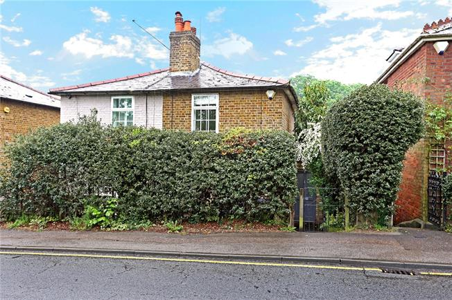 Asking Price £599,950, 3 Bedroom Semi Detached House For Sale in Surrey, KT13