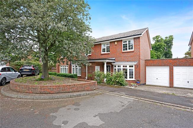 Asking Price £675,000, 3 Bedroom Semi Detached House For Sale in Weybridge, KT13