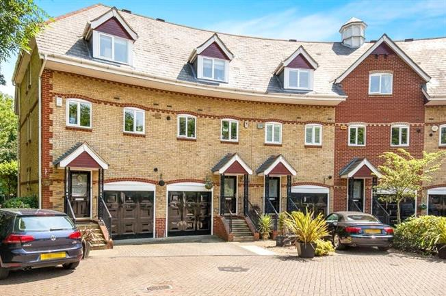 Guide Price £700,000, 4 Bedroom Terraced House For Sale in Weybridge, KT13