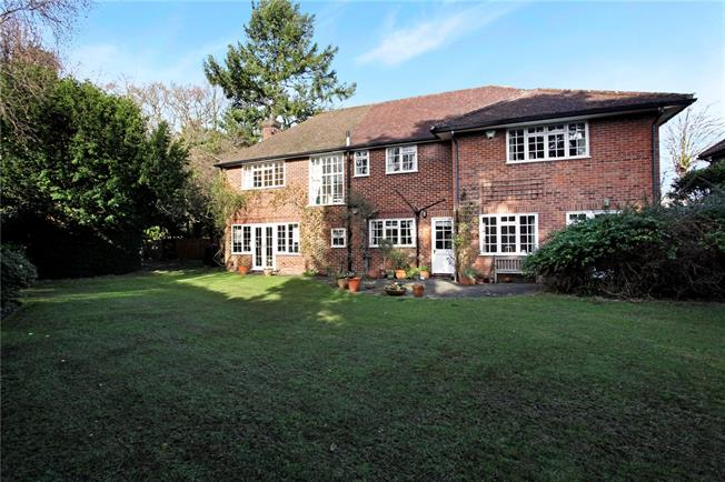 Asking Price £1,595,000, 5 Bedroom Detached House For Sale in Weybridge, KT13