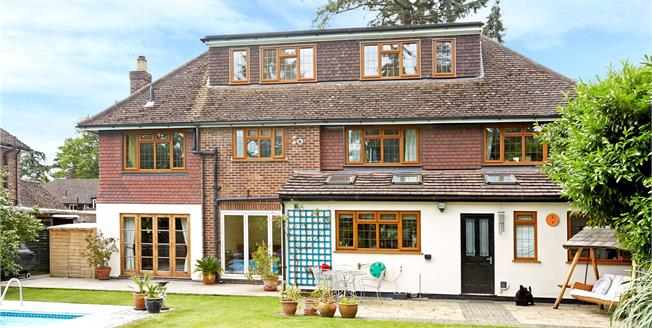 Guide Price £1,000,000, 5 Bedroom Detached House For Sale in West Byfleet, KT14
