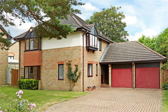 Asking Price £900,000, 4 Bedroom Detached House For Sale in Weybridge, KT13