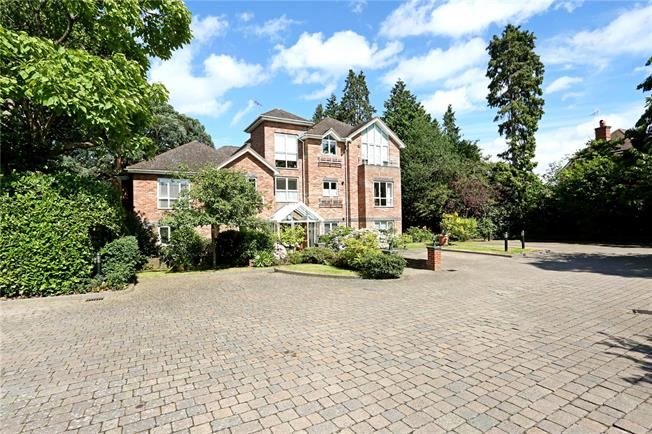 Asking Price £550,000, 2 Bedroom Flat For Sale in Weybridge, KT13