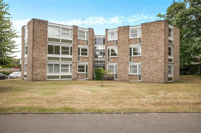 Asking Price £350,000, 2 Bedroom Flat For Sale in Weybridge, KT13