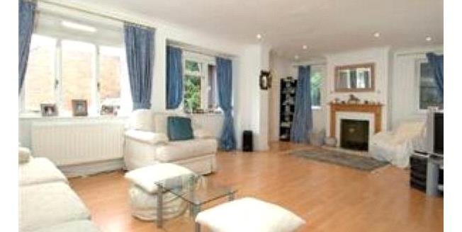 Asking Price £685,000, 5 Bedroom Detached House For Sale in Surrey, KT13