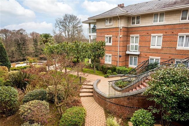 Asking Price £750,000, 3 Bedroom Flat For Sale in Weybridge, KT13
