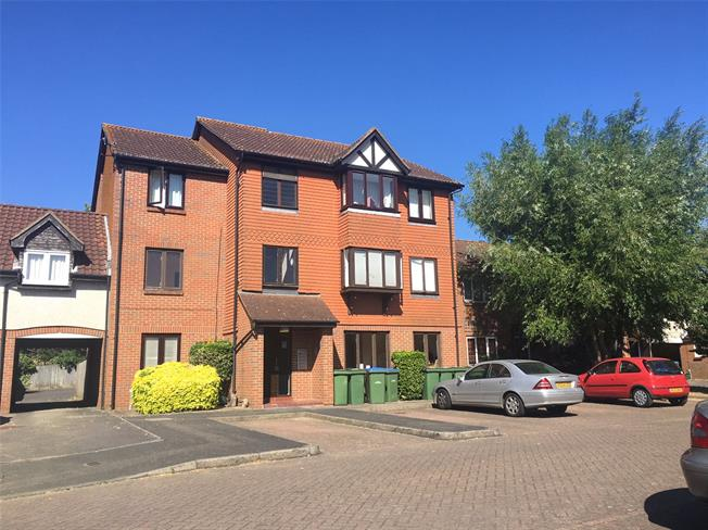 Asking Price £190,000, 1 Bedroom Flat For Sale in Walton-on-Thames, KT12