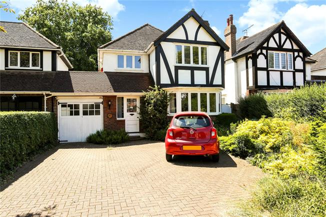 Guide Price £975,000, 4 Bedroom Detached House For Sale in Sunbury-on-Thames, TW16