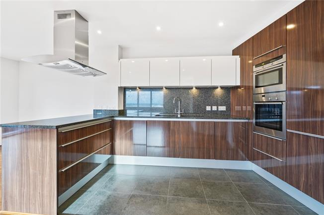 Guide Price £775,000, 3 Bedroom Flat For Sale in Walton-on-Thames, KT12