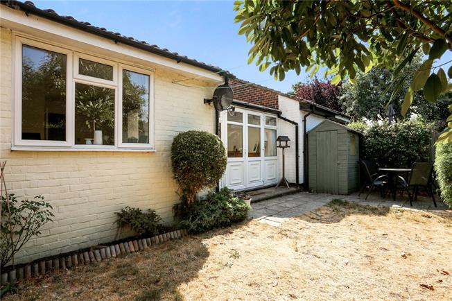 Asking Price £300,000, 1 Bedroom Bungalow For Sale in Walton-on-Thames, Surrey, KT12