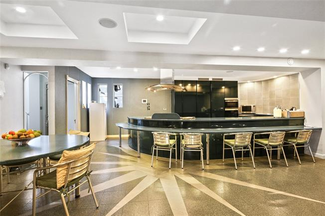 Asking Price £4,500,000, 7 Bedroom Detached House For Sale in Surrey, KT13