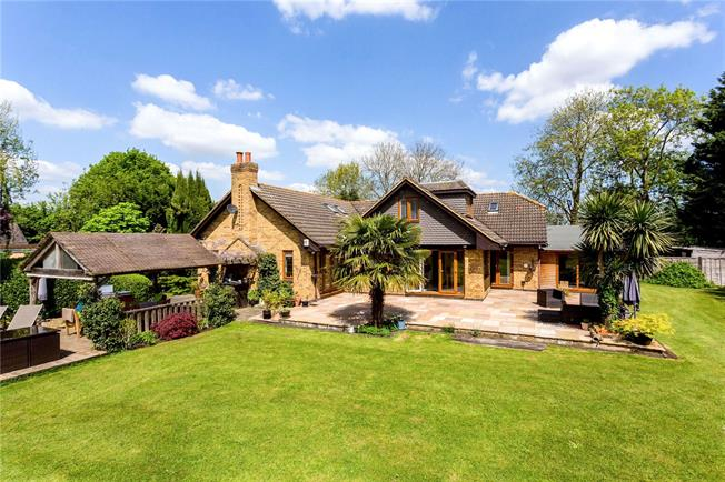 Guide Price £1,650,000, 5 Bedroom Detached House For Sale in Sunbury-on-Thames, TW16
