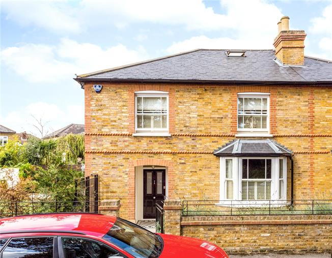 Asking Price £860,000, 4 Bedroom Semi Detached House For Sale in Shepperton, TW17