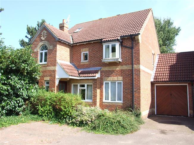 Asking Price £550,000, 4 Bedroom Detached House For Sale in Weybridge, KT13