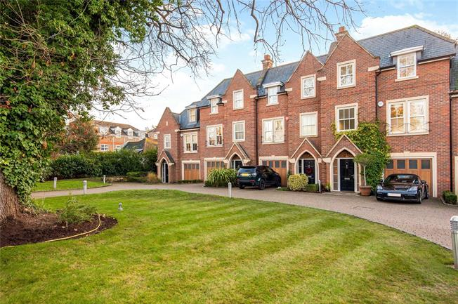 Asking Price £1,325,000, 5 Bedroom Terraced House For Sale in Weybridge, KT13