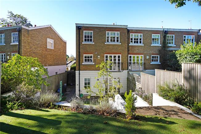 Asking Price £865,000, 4 Bedroom Semi Detached House For Sale in Weybridge, KT13