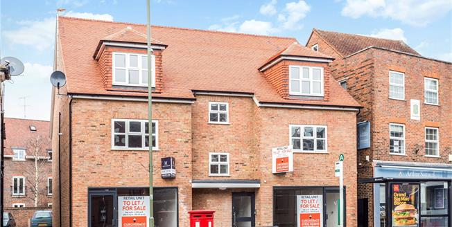 Asking Price £295,000, 1 Bedroom Flat For Sale in Surrey, KT12