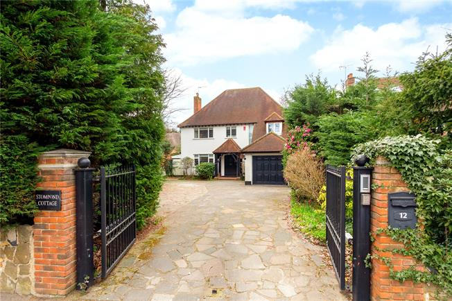 Asking Price £1,250,000, 4 Bedroom Detached House For Sale in Walton-on-Thames, KT12