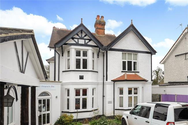 Asking Price £450,000, 2 Bedroom Flat For Sale in Surrey, KT12