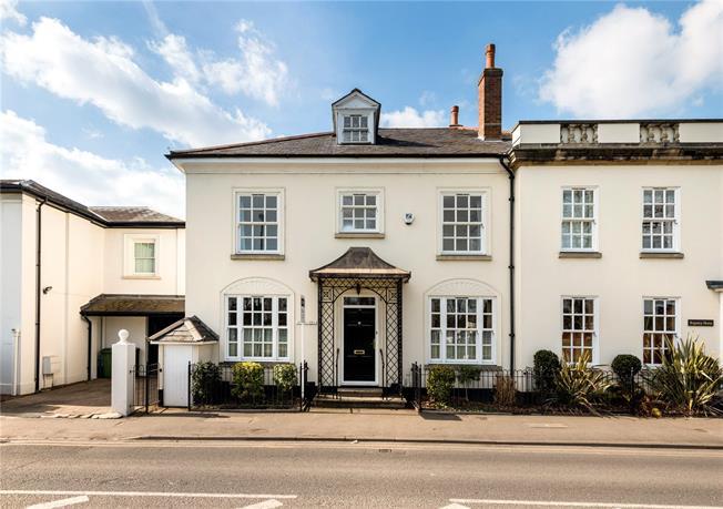 Asking Price £1,195,000, 5 Bedroom Terraced House For Sale in Weybridge, KT13