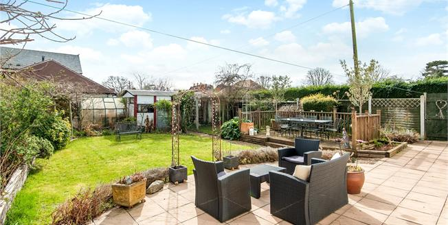 Asking Price £925,000, 4 Bedroom Detached House For Sale in Sunbury-on-Thames, TW16